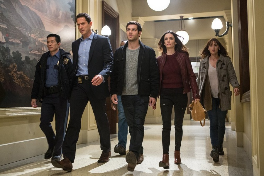 "GRIMM -- ""Tribunal"" Episode 410 -- Pictured: (l-r) Reggie Lee as Sgt. Wu, Sasha Roiz as Captain Renard, David Giuntoli as Nick Burkhardt, Bitsie Tulloch as Juliette Silverton, Bree Turner as Rosalee Calvert -- (Photo by: Scott Green/NBC)"