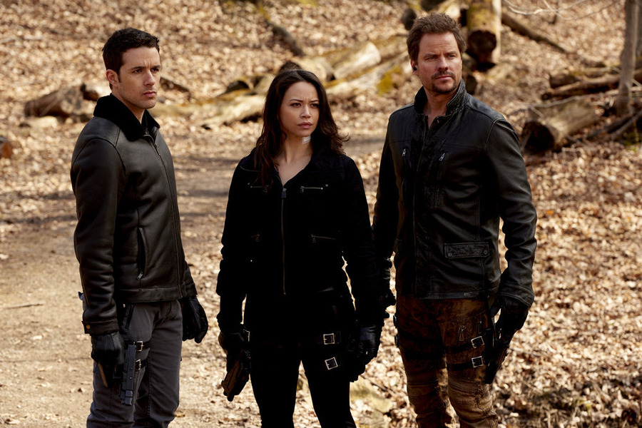"""DARK MATTER -- """"Episode Nine"""" Episode 109 -- Pictured: (l-r) Mark Bendavid as One, Melissa O'Neil as Two, Anthony Lemke as Three -- (Photo by: Steve Wilkie/Prodigy Pictures/Syfy)"""