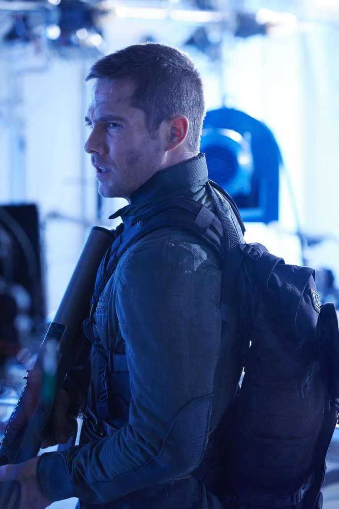 """KILLJOYS -- """"Dutch and the Real Girl"""" Episode 201 -- Pictured: Luke Macfarlane as D'Avin -- (Photo by: Steve Wilkie/Syfy/Killjoys II Productions Limited)"""