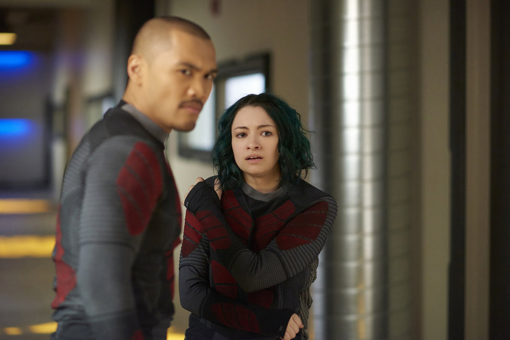 """DARK MATTER -- """"She's One of Them Now"""" Episode 207 -- Pictured: (l-r) Alex Mallari Jr. as Four, Jodelle Ferland as Five -- (Photo by: Russ Martin/Prodigy Pictures/Syfy)"""
