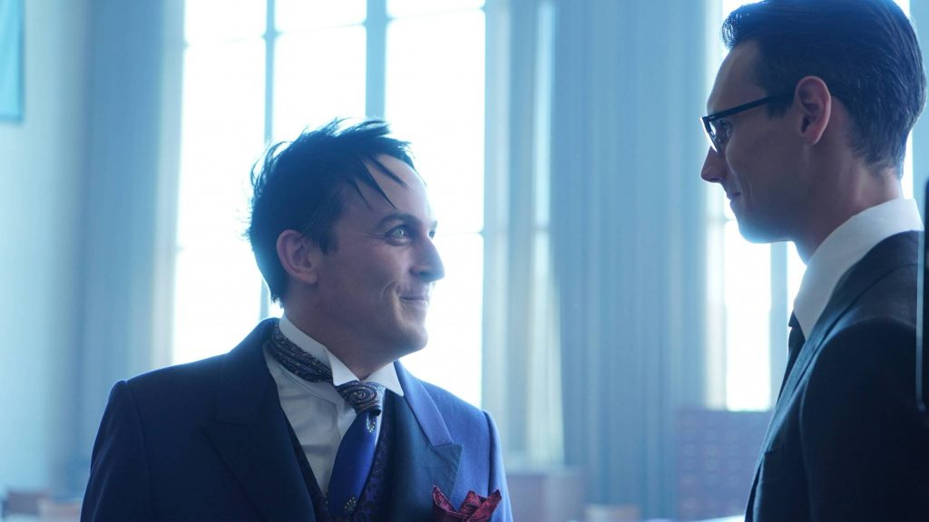 GOTHAM: L-R: Robin Lord Taylor and Cory Michael Smith in the ÒMad City: Follow the White RabbitÓ episode of GOTHAM airing Monday, Oct. 24 (8:00-9:01 PM ET/PT) on FOX. ©2016 Fox Broadcasting Co. Cr: Nicole Rivelli/FOX.