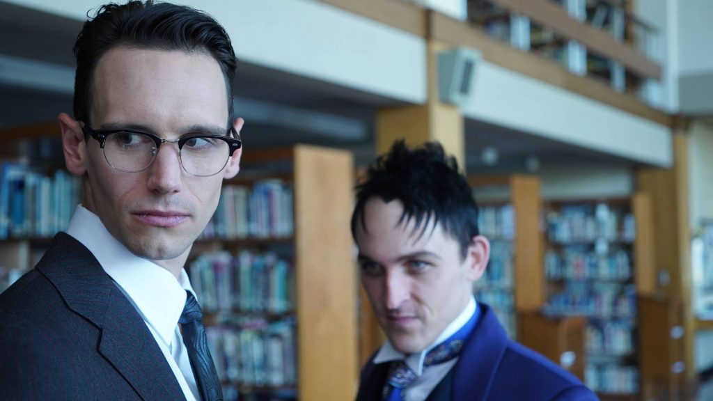 GOTHAM: R-L: Robin Lord Taylor and Cory Michael Smith in the ÒMad City: Follow the White RabbitÓ episode of GOTHAM airing Monday, Oct. 24 (8:00-9:01 PM ET/PT) on FOX. ©2016 Fox Broadcasting Co. Cr: Nicole Rivelli/FOX.