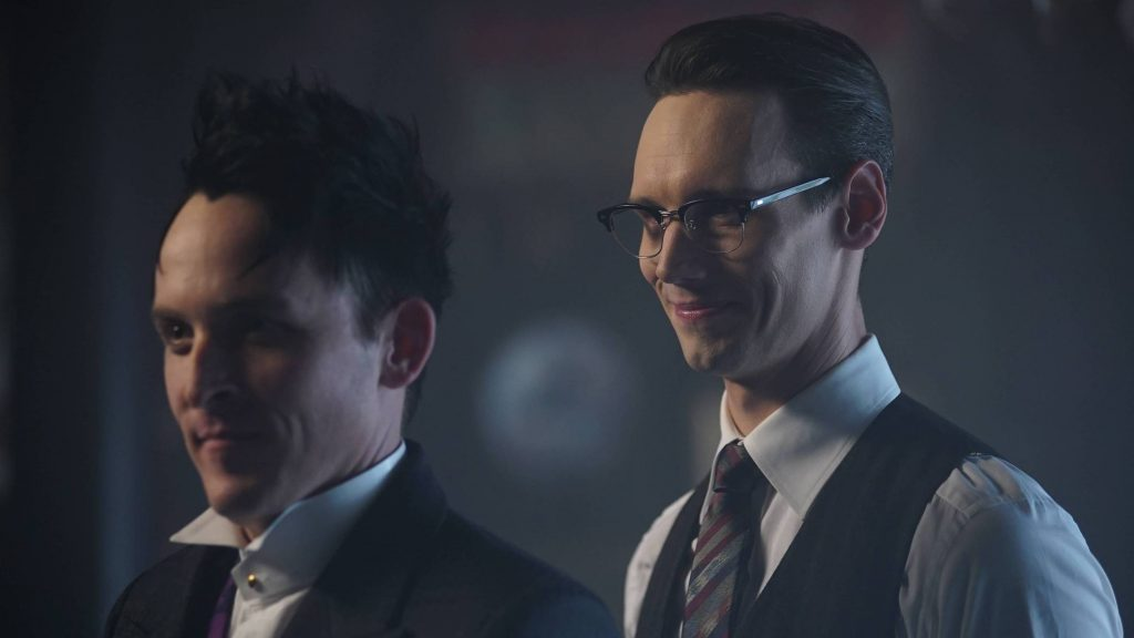 GOTHAM: R-L: Cory Michael Smith and Robin Lord Taylor in the ÒMad City: Red QueenÓ episode of GOTHAM airing Monday, Oct. 31 (8:00-9:01 PM ET/PT) on FOX. ©2016 Fox Broadcasting Co. Cr: Nicole Rivelli/FOX.