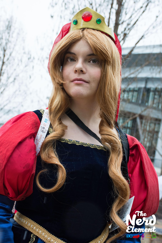 Fem!Prince Philip - Sleeping Beauty Cosplayer: Paw-Print Cosplay (fb)