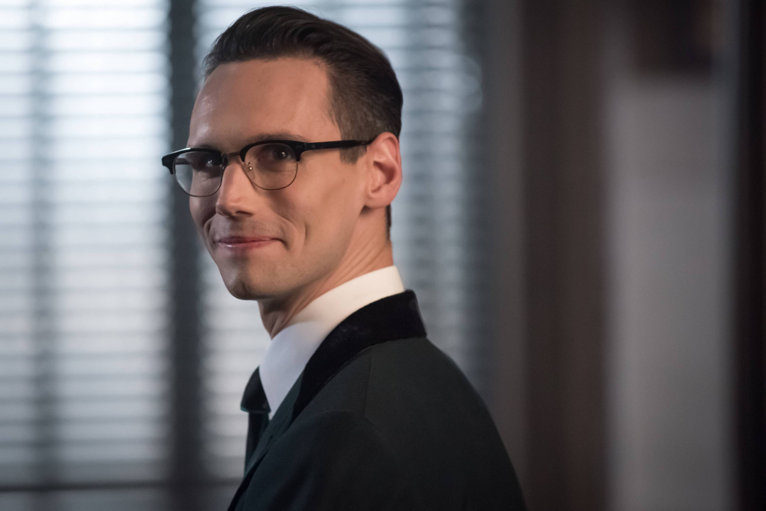 GOTHAM: Cory Michael Smith in the Mad City: Anything For You episode of GOTHAM airing Monday, Oct. 17 (8:00-9:01 PM ET/PT) on FOX.  ©2016 Fox Broadcasting Co. Cr: Jeff Neumann/FOX.