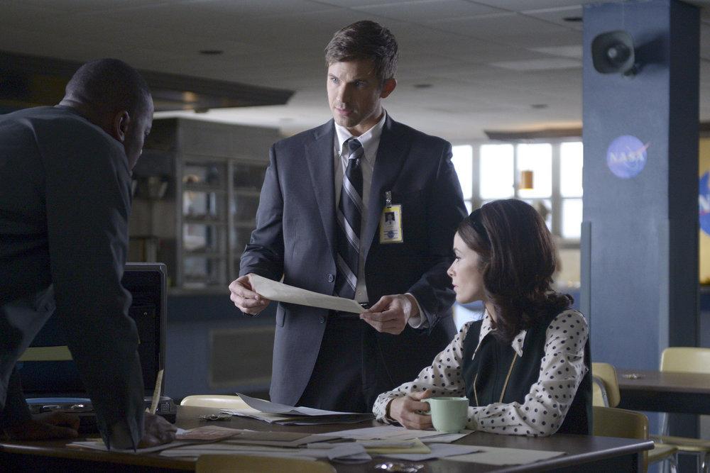 "TIMELESS -- ""Space Race"" Episode 107 -- Pictured: (l-r) Matt Lanter as Wyatt Logan, Abigail Spencer as Lucy Preston -- (Photo by: Sergei Bachlakov/NBC)"