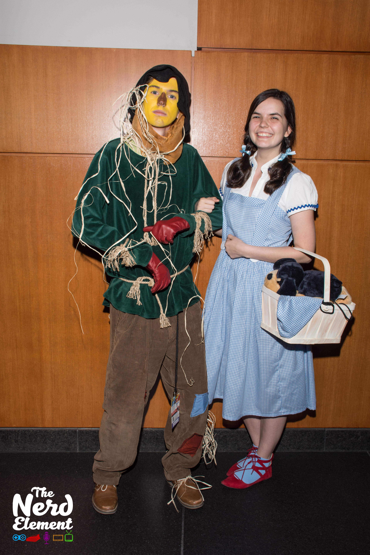 Scarecrow and Dorothy - The Wizard of OZ Cosplayers: obiwillkenobi (ig) and megtheforcebewithu (ig)